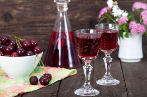 Вишневая наливка на спирту — королева праздничного застолья