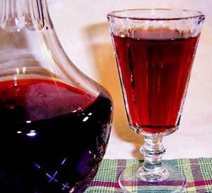 Несмотря на простоту приготовления молодое вино по праву ценится любителями домашнего виноделия