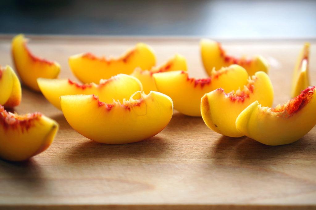 наливка на персиковых дольках
