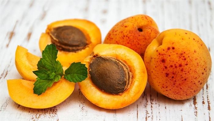 абрикосы с мятой