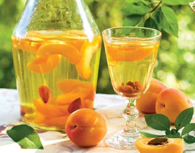 настойка на абрикосовых косточках