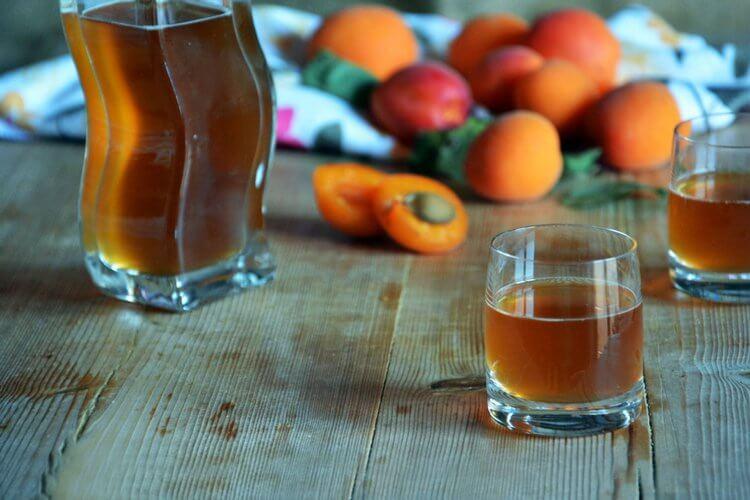 абрикос в водке
