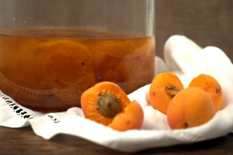 абрикосовая настойка на косточках