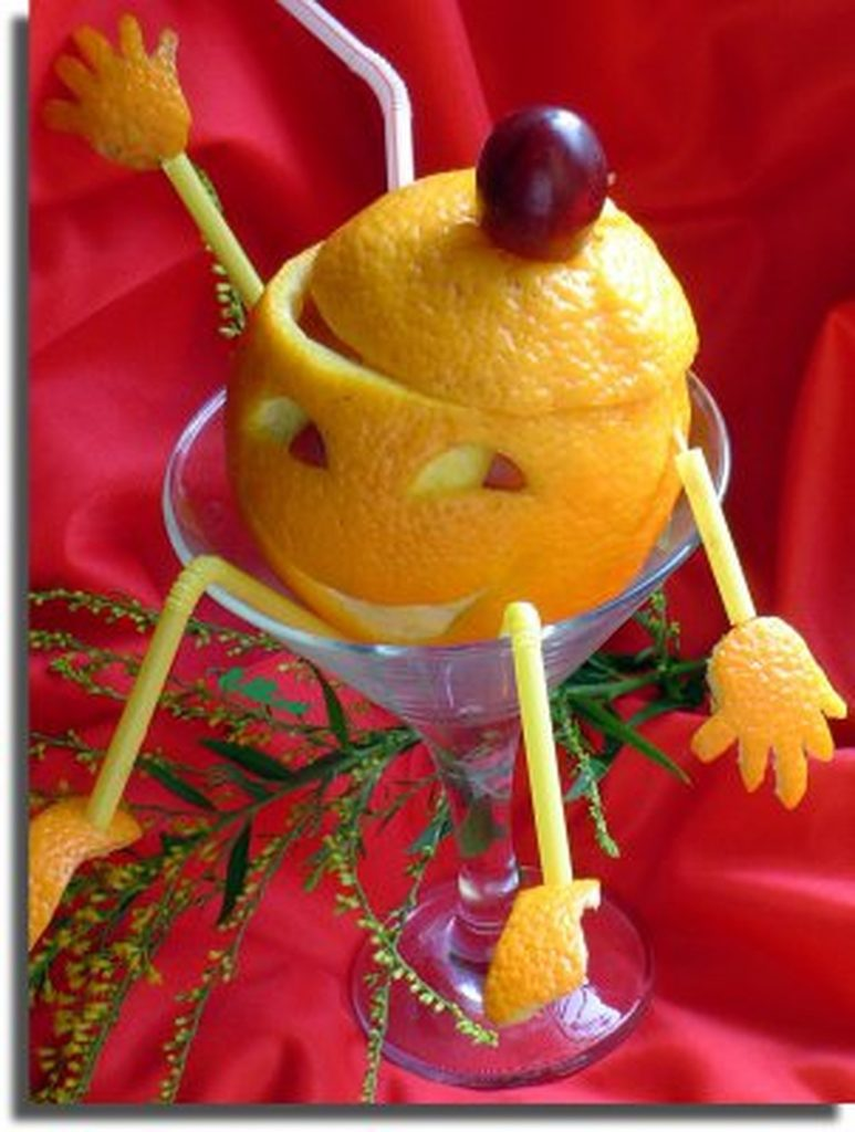 оригинальный коктейль из апельсина